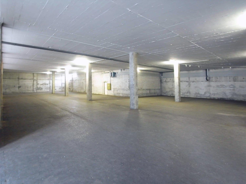 Halle 684 m2 Trainingsbereich, 54 m2 Office
